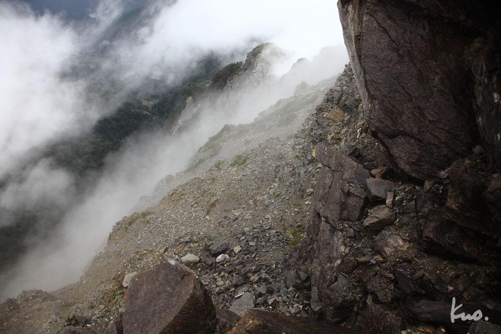 圖5..霧掩蓋恐怖稜線