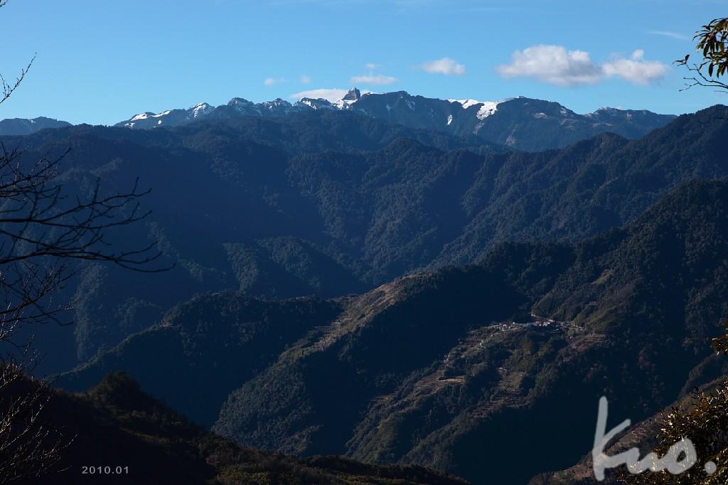 圖五.虎禮.芝生毛台山叉路平台.左往虎禮山一點點的唯一展望點.大霸尖山領銜聖稜線.