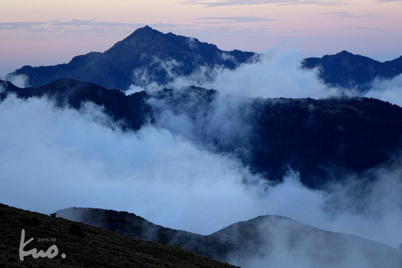 A〜西南〜四方位體現〜馬利加南山之美 立傳4-3從大水窟山屋攝-西南-2015.3.1。 南方,這角度比玉山北北峰更貼切,攝影條件更佳。